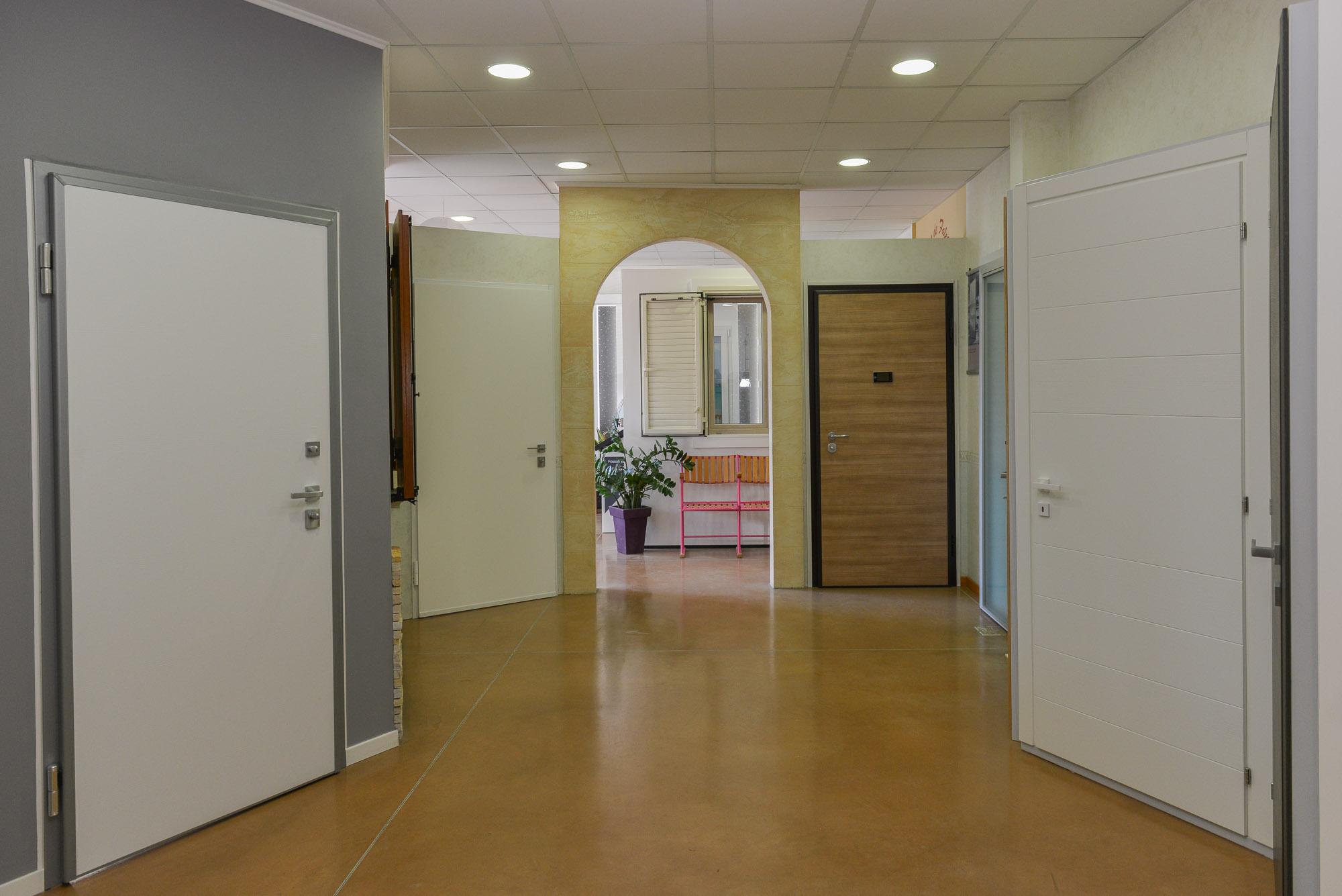 Il nostro showroom, dove potete vedere le varie tipologie di porte da interno e blindate