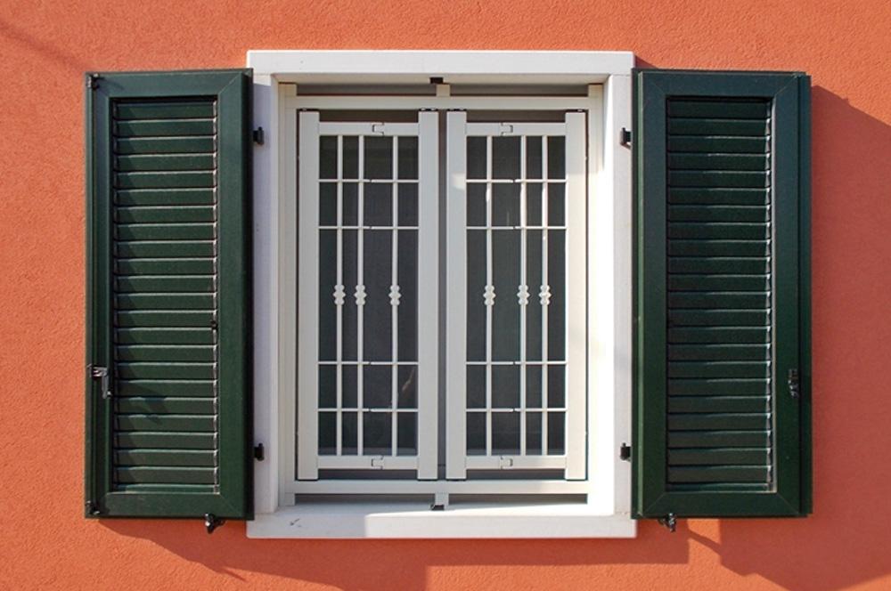 Grate, inferriate e persiane blindate esempio finestra apribile